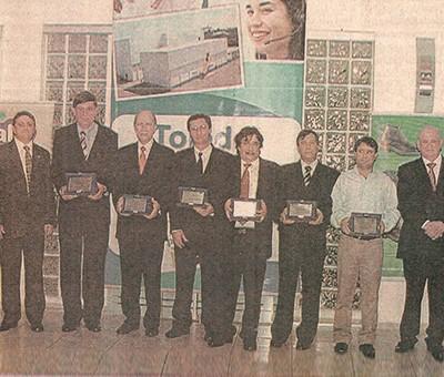 """Neste ano a Bompel recebeu, da Federação das Indústrias do Paraná (FIEP), a comenda de """"Mérito Industrial"""" em reconhecimento ao empreendedorismo dos seus fundadores."""